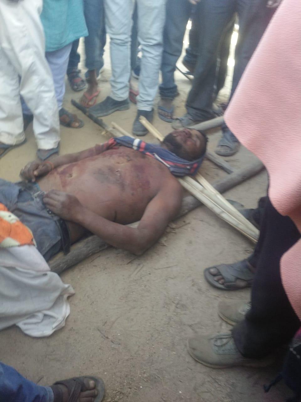 बरकनगांगो गांव में हाथी ने एक पुरुष एवं एक महिला को अपनी चपेट में लिया।