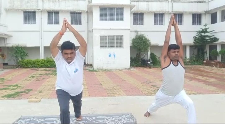विधायक इंद्रजीत महतो ने प्रियजन्य B.Ed कॉलेज कैंपस बलियापुर में अंतरराष्ट्रीय योगा दिवस मनाया गया