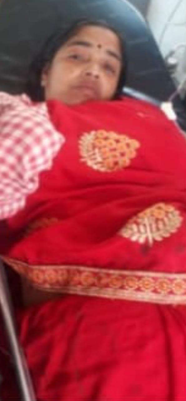तेल पेराने की मशीन मे लापरवाही बरतने से महिला की हाथ कटी