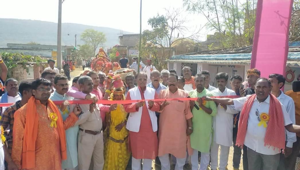 श्री श्री दुर्गा शप्तशती महायज्ञ कलशयात्रा का उदघाटन जानकी प्रसाद यादव ने किया