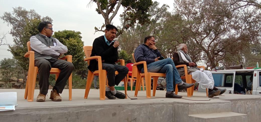 बरकट्ठा ब्लॉक परिसर में एम. डी. मौजैम द्वारा बताया गया गरीबों तथा बेसहारों के लिए कानूनी सुविधा