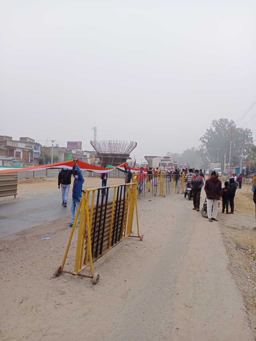 बरकट्ठा में गणतंत्र दिवस के अवसर पर निकाला गया 12०० फिट लम्बा तिरंगा यात्रा
