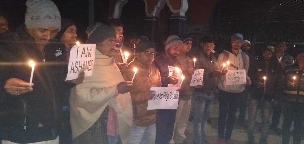 पूजा भारती पूर्वे हत्याकांड के मामले को लेकर झारखण्ड यूथ फेडरेशन द्वारा निकाला गया कैंडल मार्च
